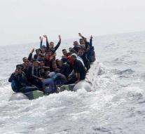 Spain gets 1200 migrants from boats