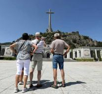 Spain wants to clear grave Franco