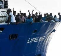 Spain wants to help Malta with migrant ship