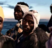 Spanish Coast Guard gets 933 migrants out of the sea