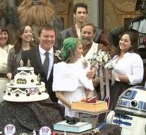 Star Wars fans get married at premiere