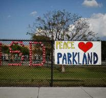 Surviving massacre Parkland commits suicide