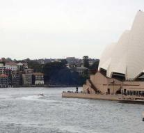 Sydney Opera House puts dogs against seagull nuisance