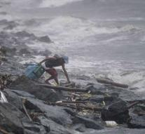 Tens of Filipinos dead by typhoon Yutu