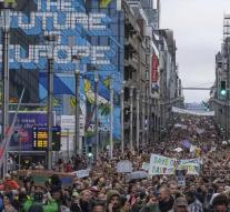 Tens of thousands at 'climate march' through Brussels