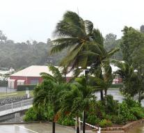 Thousands of Australians house for cyclone