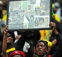 Thousands of South Africans commemorate Mandela