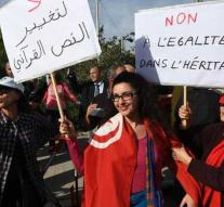 Tunisian women break through the taboo and take to the streets