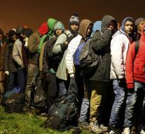 Young migrants back to Calais
