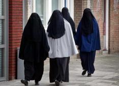 Algeria prohibits burqa at work
